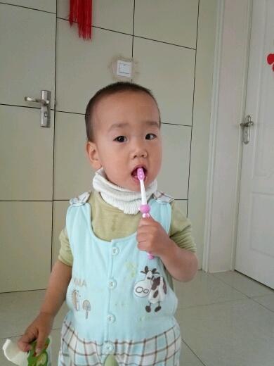 奥乐_v专业儿童牙膏!一款可以预防龋齿的牙膏